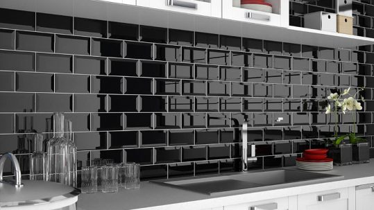 Cocinas con revestimiento cerámico blanco y negro